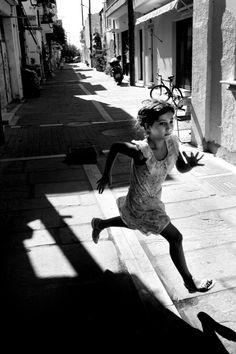 street photos by Lukas Vasilikos Greece Photography, City Photography, Black And White City, Black And White Pictures, Street Photography People, Photography Essentials, Street Photographers, Photo Black, Great Photos