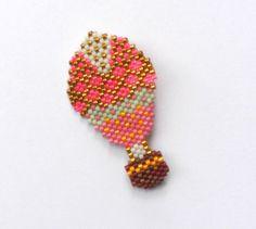 Broche montgolfière rose perles de verre Miyuki : Broche par perlette-et-plumette