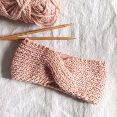 """257 mentions J'aime, 16 commentaires - Laëtitia (@larmoiredadele) sur Instagram: """"Prendre le temps de tricoter pour ma grande. #bandeau #headband #tricot #knitting #handmade…"""""""