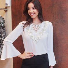 Novidades chegando!!! @raizamarinari linda com a nossa blusa que acaba de chegar❤️❤️❤️ #blogger #bomretiro #fashionista #fashion #trend #babado #winter #newlook #officelook #officestyle #trend #blusas