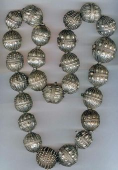 Yemen | Very large silver lentil bead Wedding necklace made by Jewish smiths | Late 19th century | ©Linda Pastorino (Sold inventory)