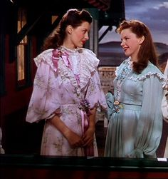 Cyd Charisse and Judy Garland in The Harvey Girls Classic Actresses, Classic Movies, Actors & Actresses, Hollywood Fashion, Classic Hollywood, Old Hollywood, Harvey Girls, Cyd Charisse, Ziegfeld Girls