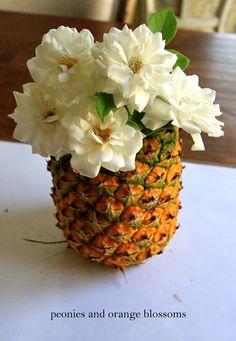 Easy DIY Pineapple Vase perfect for parties, Luau, tropical & hawaiian themed events! Luau Theme Party, Hawaiian Luau Party, Hawaiian Theme, Tropical Party, Luau Birthday, Birthday Parties, 25th Birthday, 30th, Pineapple Vase
