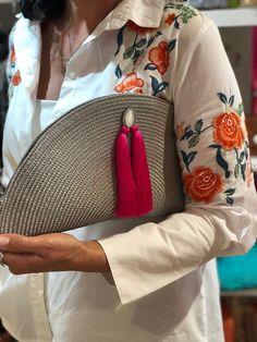 Bolsos hechos a mano – – Diy Bags Easy, Simple Bags, Bag Crochet, Crochet Collar, Leather Bag Pattern, Diy Clutch, Diy Bags Purses, Diy Handbag, Ideas