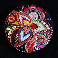 Broche brodée main 8cm - Pascal Jaouen