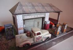 Old Garage paper model scale - HO scale ideal for hot wheels cars Paper Car, 3d Paper, Paper Toys, Mini Car, Old Stone Houses, Exploding Box Card, House Template, Old Garage, Toyota Fj Cruiser