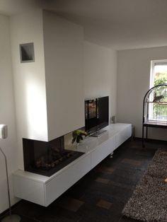 Kachelhuis Zenderen heeft ingebouwd :Bellfire vieuw Bell gashaard met kasten zwevend opgehangen en natuursteen plateau alles in rustige moderne witte tint.