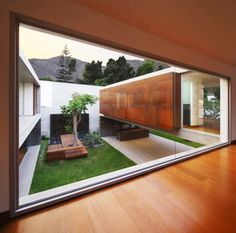 La Planicie House II - Oscar Gonzalez Moix - would love a courtyard like this in my shipping container house Residential Architecture, Contemporary Architecture, Interior Architecture, Concrete Architecture, Garden Architecture, Future House, Terrasse Design, Casa Patio, Design Exterior
