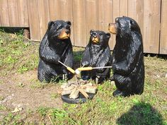 3 bears Grilling out..