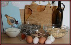 My high protein treat mix ingredients Chicken Feed Diy, Cute Chicken Coops, Chicken Items, Chicken Snacks, Chicken Feeders, Chicken Garden, Backyard Chicken Coops, Herbs For Chickens, Raising Backyard Chickens