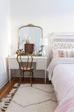 Schlafzimmer ideen 15 Cool Bedroom Vanity Design Ideas bedroom vanity, vanity in bed. Built In Dressing Table, Dressing Table Organisation, Dressing Table Vanity, Bedroom Vintage, Home Design, Interior Design, Design Ideas, Modern Interior, Design Design
