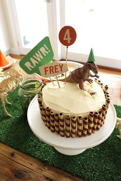 Hands up who loves a Dinosaur Party?! I certainly do! I'm so excited to share Frey's dinosaur party with you, his mum Kylie did the most amazing job! (Oh and just secretly I am madly in love with her gorgeous house!). Here's what Kylie had to say about planing