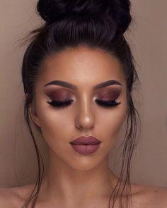 Discover our makeup tips that really work. A practical way to add elegance to your beauty. Glam Makeup, Cute Makeup, Gorgeous Makeup, Makeup Inspo, Beauty Makeup, Dark Makeup, Smokey Eye Makeup, Eyeshadow Makeup, Makeup Goals