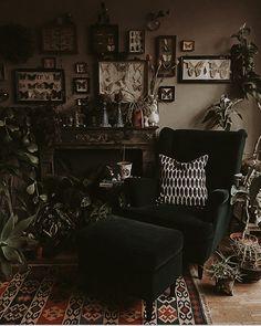 Gothic Living Rooms, Dark Living Rooms, Boho Living Room, Dark Home Decor, Goth Home Decor, Room Ideas Bedroom, Bedroom Decor, Dark Interiors, Aesthetic Room Decor