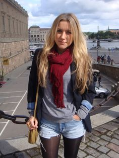 Casual winter outfit, jean shorts with tights; tshirt with jacket and scarf