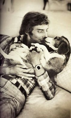 Puppy love...Barry Manilow and his Beagle dog