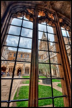 Inside Oxford | Courtyard view from inside one of the univer… | Flickr
