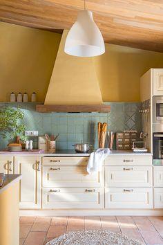 00438589 O. Cocina con azulejos verdes y pared amarilla 00438589 O Corner Sink Kitchen, Teal Kitchen, Kitchen Colors, Kitchen Dining, Kitchen Decor, Latest Kitchen Designs, Kitchen Designs Photos, Kitchen Pictures, Kitchen Eating Areas