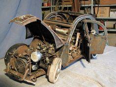 錆びて放置された車の模型