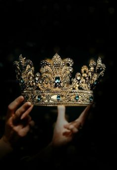 wear your crown inspiration ~ wear your crown quotes . wear your crown . wear your crown quotes inspirational . wear your crown quotes queens . wear your crown inspiration Crown Aesthetic, Queen Aesthetic, Gold Aesthetic, Princess Aesthetic, Character Aesthetic, Aesthetic Pictures, Royal Crowns, Tiaras And Crowns, Kings & Queens