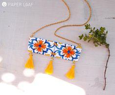 Collana a barretta con nappine, collana in carta dipinta a mano, mattonella messicana Talavera, collana leggera, collana colorata estiva