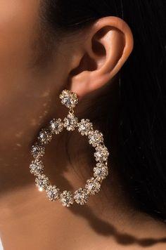 Indian Bridal Jewelry Sets, Indian Jewelry Earrings, Fancy Jewellery, Jewelry Design Earrings, Ear Jewelry, Stylish Jewelry, Cute Jewelry, Fashion Jewelry, Pearl Earrings Wedding