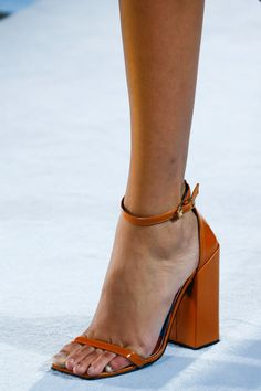 See all the Details photos from Versace Spring/Summer 2019 Ready-To-Wear now on British Vogue Gianni Versace, Versace Shoes, Hot Shoes, Women's Shoes Sandals, Shoe Boots, Flats, Vogue, Spring Shoes, Fall Shoes