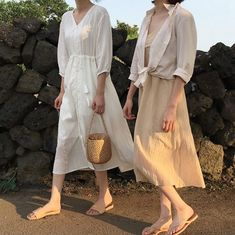 Street Style: The 30 Best Looks For Everyday - Outfit Ideas Aesthetic Fashion, Aesthetic Clothes, Modest Fashion, Fashion Outfits, Look Formal, Korean Dress, Korean Fashion Trends, Minimal Fashion, Fashion Beauty