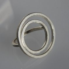 Moderne hedendaagse ring O2 in sterlingsilver. door andreasschiffler