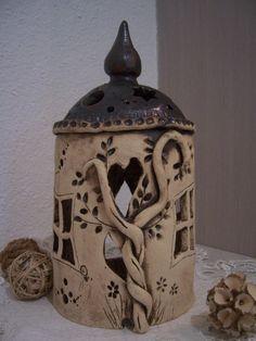 handgetöpfertes rundes orientalisches Haus mit schönen Fenstern und einer Tür,innen kann man eine Kerze stellen,welche schönes Licht verbreitet, mit v