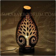 Table gourd lamp. Gourd lamp. Sukabakbodrum.com Sukabakbodrum.com #germany#bodrum#hediyesi #abajur #peace #gourds #handmade #ismeözelhediye #dekorasyon #likeforlike #gourdlamp #kabaklamba #gift #golds #gourdart #lfl #türkiye #ozeltasarim #handmade #otantik #like4like #rockstar #decor #istanbul #restorant #bedroom #canada #finland #holland