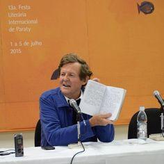 """Coletiva de imprensa com David Hare, influente dramaturgo e roteirista inglês, """"...um dos poucos que ainda dizem usar caderno e caneta para escrever..."""" http://diversao.terra.com.br/videos/david-hare-hollywood-nao-aceita-escritores-no-comando,7889958.html #pousadaouro  #pousadaoficialdaflip #flip2015 #paraty #rj #brazil"""