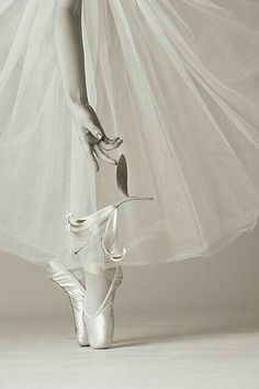 Dancing with a white lily. Ballet by Tan Ngiap Heng Ballet Images, Ballet Photos, Dance Photos, Dance Pictures, Ballet Art, Ballet Dancers, Ballerinas, Dance Like No One Is Watching, Just Dance
