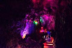 今地球上にある全てのものは、地球の長い年月をかけて形成された、いわば地球の歴史そのもの。それが最もありのままの形で現れているのが洞窟、鍾乳洞ではないでしょうか?日本中には大自然が創り上げた奇跡とも呼べる洞窟や鍾乳洞がたくさん残っていました。