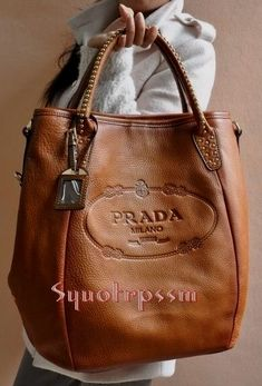 Gotta love the texture and look of this leather! purses and bags