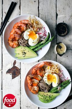 This noodle bowl is light and refreshing. You've got components that are steamed, marinated, fresh and sautéed, all on one plate. Miso Dressing, Soba Noodles, Garlic Shrimp, Noodle Bowls, Slow Cooker Recipes, Easy Dinner Recipes, Food Network Recipes, Entrees, Tasty