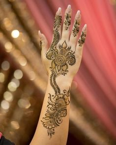 Mehndi is an expression of love that every woman loves to wear. In any moment of joy, the girls love to wear mehndi designs like on the occasion of Eid or marriage. Latest Henna Designs, Arabic Henna Designs, Indian Mehndi Designs, Stylish Mehndi Designs, Mehndi Designs 2018, Beautiful Mehndi Design, Simple Mehndi Designs, Mehndi Designs For Hands, Bridal Mehndi Designs
