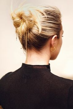 The antidote to pretty, romantic, forgettable hair. #easybraidedhairstyles Hair Is Full Of Secrets, Loose Chignon, Red Carpet Hair, Long Box Braids, Florence Pugh, Braided Hairstyles Updo, Hairdos, Long Wavy Hair, Trending Hairstyles