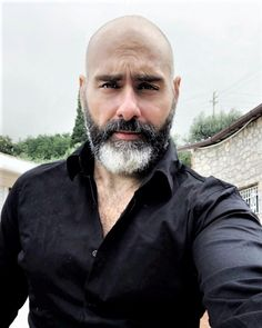 This kind of red beard is certainly a magnificent design procedure. Bald Men With Beards, Bald With Beard, Grey Beards, Hairy Men, Long Beard Styles, Hair And Beard Styles, Shaved Head Styles, Shaved Head With Beard, Bald Men Style
