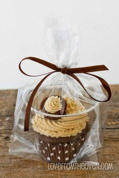Need To Package Individual Cupcakes Put Them In A Clear Plastic Cup The Bag Tie With Ribbon And Voila
