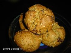 Betty's Cuisine: Σταφιδοψωμάκια με βρώμη Cookie Bars, Cookie Dough, Biscuit Bar, Scones, Diet Recipes, Biscuits, Oatmeal, Muffin, Tasty