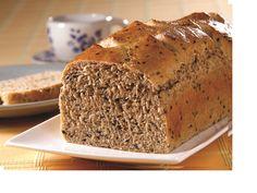 Pão integral com gergelim. http://www.cinthyamaggi.com.br/blog/dia-das-maes-cestas-de-cafe-da-manha