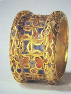 Sumerian cloisonné ring circa 3000 B.C, property of the Louvre in Paris.