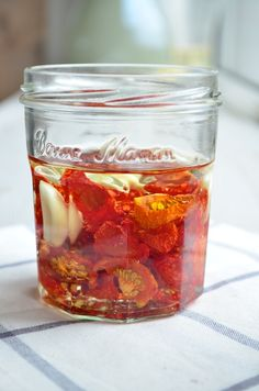 Tomaten drogen in de oven # howto sundried tomatos Side Recipes, Clean Recipes, Cooking Jam, Cooking Tips, Vegetarian Recipes, Healthy Recipes, Survival Food, Vegetable Sides, Canning Recipes