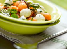 #salade aux billes de melon #DanOn #recette Salade Caprese, Fruit Salad, Food, Salads, Recipe, Fruit Salads, Meals, Yemek, Eten