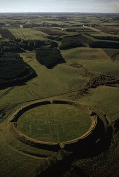 Did the Vikings Get a Bum RaThis geometrical Viking camp on the Jutland Peninsula of Denmark extends some 130 yards in diameter.p?