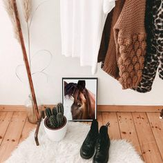 Bohemian casual aesthetic of our horse print 'Bolero'. This original wall art print of is packed full of earthy tones. This professionally printed horse print perfectly captures the soul and personality of Bolero. Nursery Prints, Wall Art Prints, Fine Art Prints, Modern Prints, Modern Wall Art, Bohemian Gypsy, Boho, Highland Cow Art, Natural Nursery