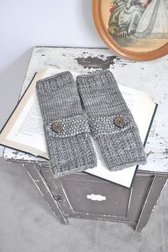 Optimistic Mitts, free pattern by Devin Joesting