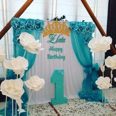 Kids party Paper flowers - First Birthday Party Decor - meadoria Paper Flower Backdrop, Giant Paper Flowers, Party Kulissen, Party Time, Party Ideas, Princess Birthday, Princess Party, Birthday Decorations, Wedding Decorations