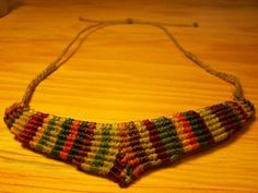 Collar Arcoiris hecho a mano con cierre corredizo.